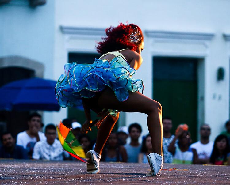 Arrastão do Frevo, capoeira, concerto na igreja e artes visuais na programação do fim de semana recifense