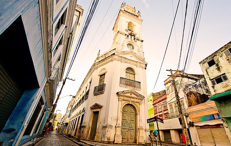 Pátio e Igreja do Terço