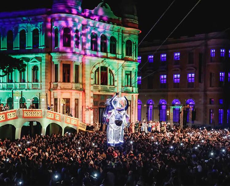 Espetáculo O Boi Voador faz público voltar ao Recife holandês