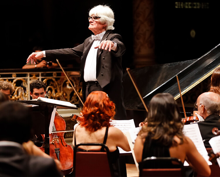 Orquestra Sinfônica do Recife faz duas apresentações no Teatro de santa Isabel